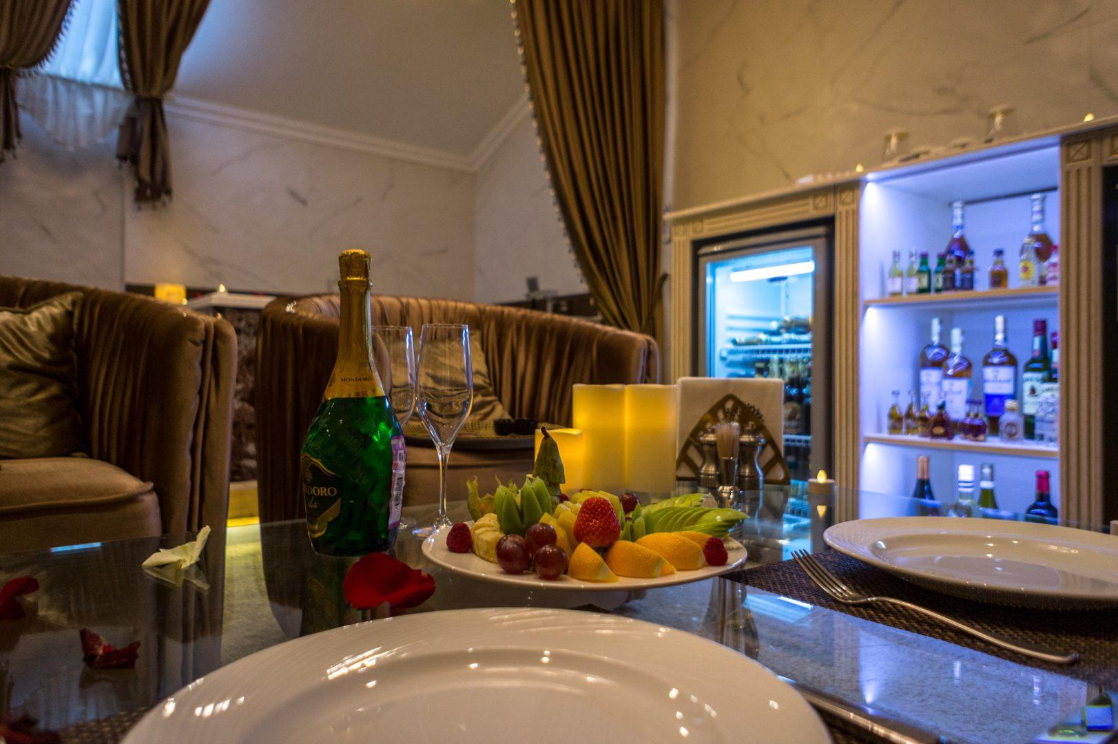 Романтический ужин в лучшем Люкс номере «Rai Spa»